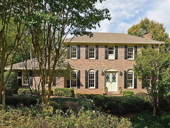 Professional Painters do exterior and interior house painting in Dunwoody Ga